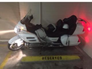Honda GL 1800 solid white Goldwing 2004 $10,500